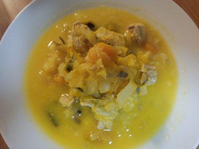 田舎風、具だくさんボチャのスープ