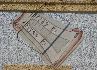 Ost-Sonnenuhr am Uhrenturm des Alten Schlosses Schleißheim Berechnung und Rekonstruktionsentwurf: Foto (c) Dr. Birmann 1985