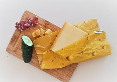 Bienenwachstuch Swiss-Edition; Käse-Design im Starter- und Duo-Set erhältlich.