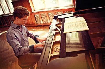 Alexander Krichel,Pianist