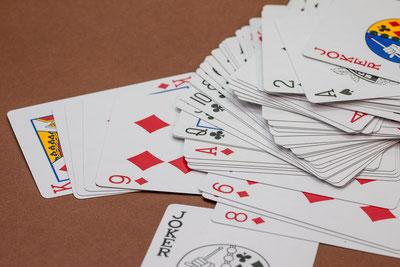 Akzeptanz mit schlechten Karten gut spielen