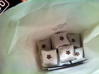 愛媛土産で山田屋まんじゅうを頂いた。 甘さ超控え目で何個でもイケそうwww