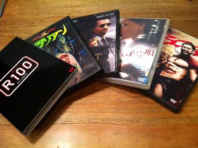 松本人志の「R100」が見たいって話してたらいろいろと持ってきてくれたw ジャンルに統一感なさすぎ~w 女性の趣味とは思えないような、、、、ww R100は評判のまんまでした(汗) 片岡さんいつもありがとうございます。 *バタリアン:当時凄く話題になりましたよね!DVDで買ったってのがすごくないですか?w