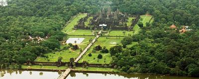 Vue d'Angkor Wat par hélicoptère