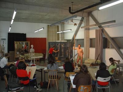 """im Kurs """"Anatomisches Zeichnen""""  von Jörg Besser (Lehrbeauftragter)"""