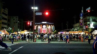 真清田神社の前も大混雑。