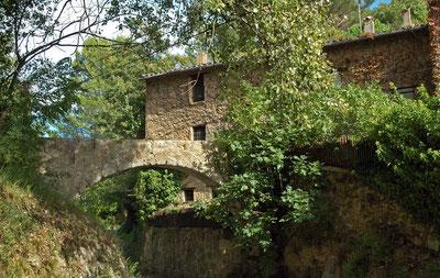 aqueduc apportant l'eau a l'ancien moulin