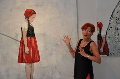 Ob ich mit ihr etwas gemeinsam habe? Hedi Schulitz in der Ausstellung SPEZIES ROTKÄPPCHEN 2018, Foto: AML (Anna-Maria Letsch)