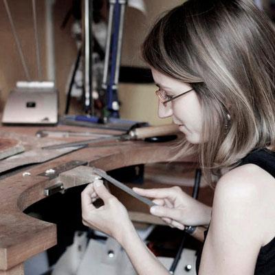 Stage découverte, cours de bijouterie, work-shop, atelier, cours particuliers, apprendre à fabriquer un bijou - Nelly Chemin - bijoux contemporains