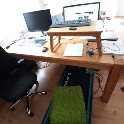 Schreibtisch mit Laufband und Laptoptisch