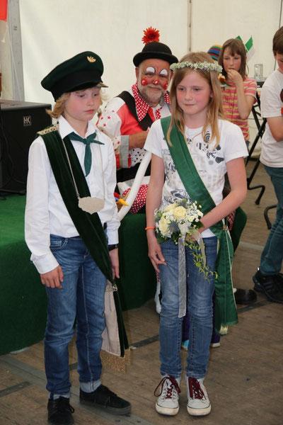 Der neue Kinderschützenkönig und seine Königin.