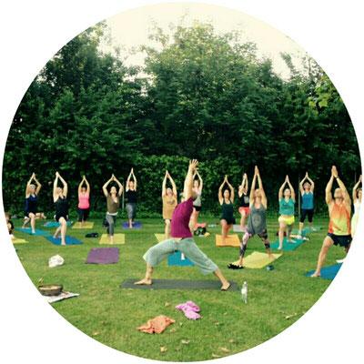 Yoga in der Badi. Der Krieger schenkt Mut und Zuversicht