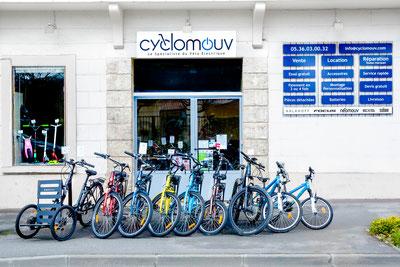 Lassenat éco-maison d'Hôtes en Gascogne dans le Gers, région Occitanie, c'est trois chambres d'Hôtes de charme, avec table d'Hôtes et piscine écologique, plus la location de vélos à assistance électrique pour parcourir les petites routes du Gers.