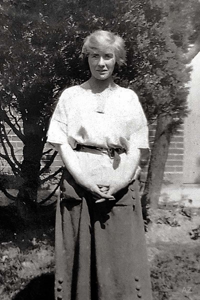 1920s ; Margarita Ross ( Charles' sister ). Courtesy of Anne Ross. Image edited by Anthony Zois. ( Cropped image )