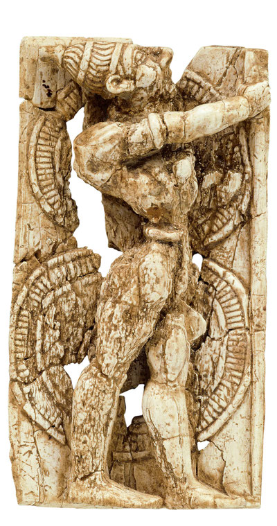 Elfenbeinplakette mit Krieger und Eberzahnhelm, Delos