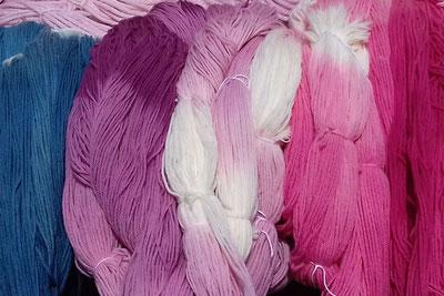 magasin de laine, laine à tricoter, pelote de laine, laine locale, laine pour tricoter, laine artisanale, couleur naturelle, soie, mérinos, bonnet, chaussette, teinture textile, chale, boutique laine
