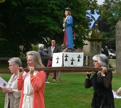 La statue de St Yves, saint patron de la paroisse nouvelle et de l'église de Plounéour-Ménez.