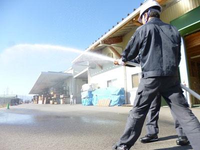 初期消火の為の放水訓練