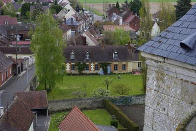 Une des plus anciennes demeures du village un temps presbytère, étape pour les pèlerins allant à Saint-Jacques de Compostelle.