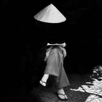 Imagen de mujer asiática sin rostro, planeando su vida
