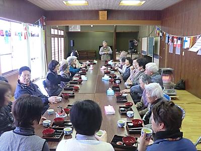 2区カフェの様子 (中央:自治会長 熊谷嘉尚さん)
