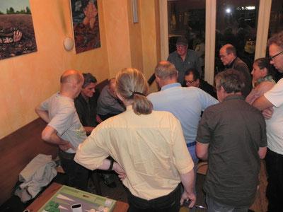So sieht ein umlagertes Backgammonbrett aus: Im letzten Wurf rettet sich Stefan Blancke aus dem Stechen in die Hauptrunde