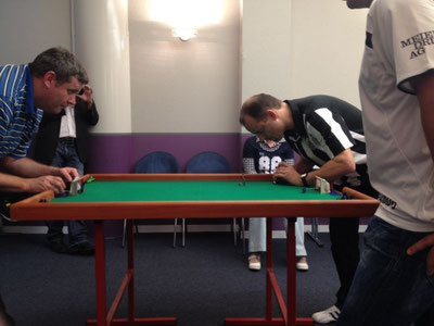 Ivo Lehmann (Red Lions) unterlag Daniel Nater (rechts) mit 0:4 Toren.
