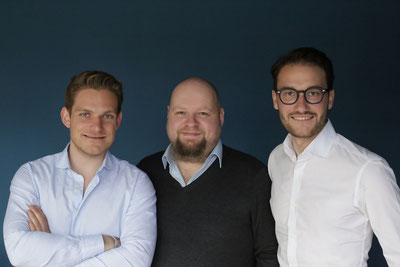 Happy about well-filled coffers: the three founders of cargo.one (l to r), Oliver Neumann, Mike Roetgers, Moritz Claussen – company courtesy.