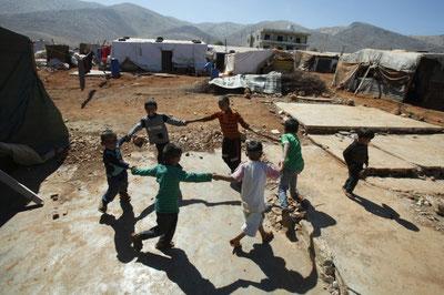 Rifugiati siriani  nella località libanese di Anjar - foto by arabpress