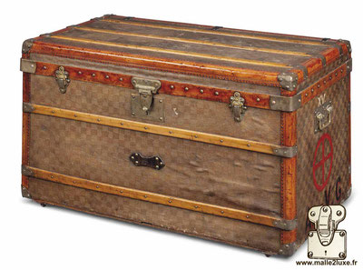 old trunk French courier mail au touriste