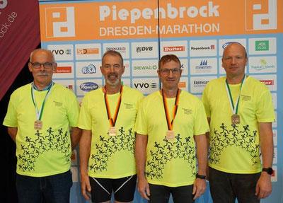 (von links nach rechts: Hermann Strunk, Ronald Baxter,Werner Schnittker, Rainhard Hanfland)