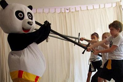 Kurs: Kung Fu und Kampfsport für Kinder und Jugendliche in Köln, Waffentraining mit Schwert, Säbel