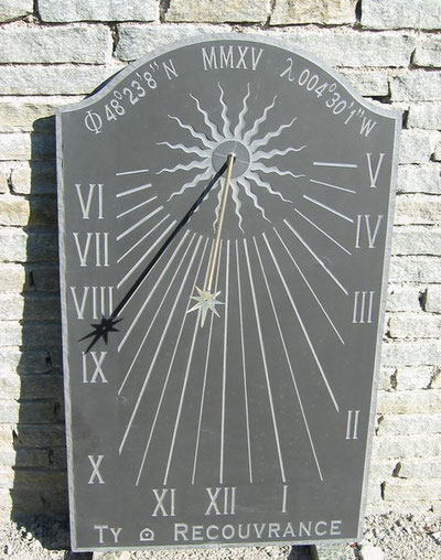 sundial-slate-dial-sundials-vertical-brest-engraved-facade
