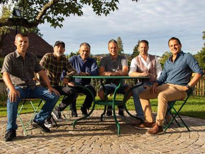 Die sechs Genussfreunde: Jonny Billeter, Freddy Scherer, Hans-Peter Poli, Päde Hofstetter, René Fenner, Thomas von Allmen (v.l.n.r.)