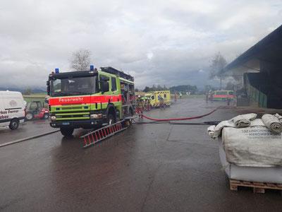 Dank schnellem Einsatz keine grösseren Schäden: Brand in der Heu-Trocknungsanlage in Ottikon. Bild: Feuerwehr Gossau ZH