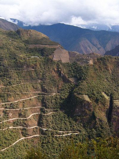 Peru: Mit dem Shuttlebus von Aguas Calientes nach Machu Picchu