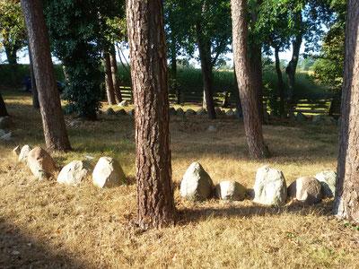 Steinkreis, Findlinge und Dolmen an der Großen Kunstschau