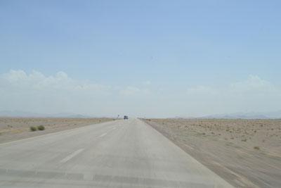 Unterwegs auf einsamen Wüstenstraßen