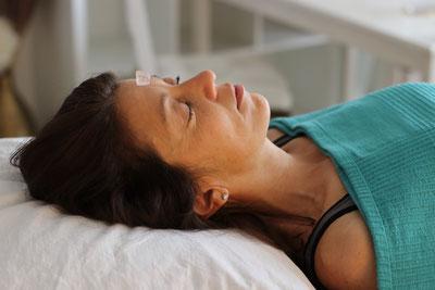 Chakratherapie, Edelsteintherapie, Edelsteinmassage, Chakramassage