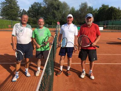 Links die Sieger Andi Mühlbacher und Jürgen Eschmann, rechts Hans Osenstätter und Werner Hansen