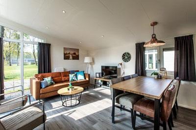 Te koop vakantiewoning voor 6 personen op de Veluwe inclusief kavel, tuinaanleg en inventaris woonkamer