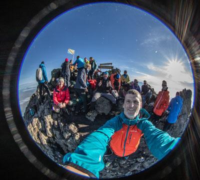 Gruppenselfie am Gipfel des Mt. Meru (4566m)