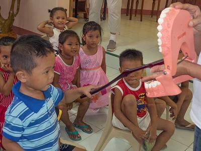 Bereits die Kleinsten entwickeln durch OHCP II ein Bewusstsein für gesunde Zähne.