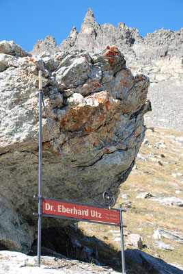 2012 Dr. Dietmar Hawran - www.kunstarsenal-ravensburg.de -  Kreuz auf 2.600 m Höhe für Lawinenopfer bei Maloya, ca. 2  x 1,2 m