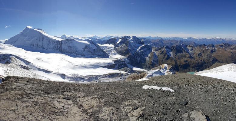 Blick vom Barrhorn auf den Brunegggletscher und das Bishorn