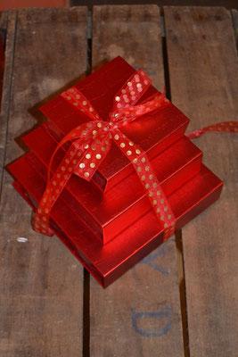 Boîte fourreau rouge, de 11€ à 24 €.