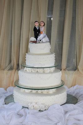 Die Hochzeitstorte steht bereits zu beginn der Zeremonie bereit :-)