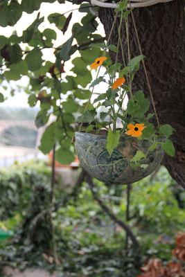Suspension pour plante de jardin gravée et émaillée