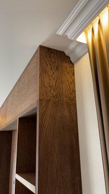 Wandkast met vakken en openhaard, ruimte voor televisie en voorzien van deuren, Monocoat olie, geplaatst in Hasselt