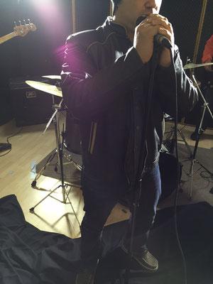 """Cantante de Unexpected grabando """"Dream"""" en Cántico Producciones"""